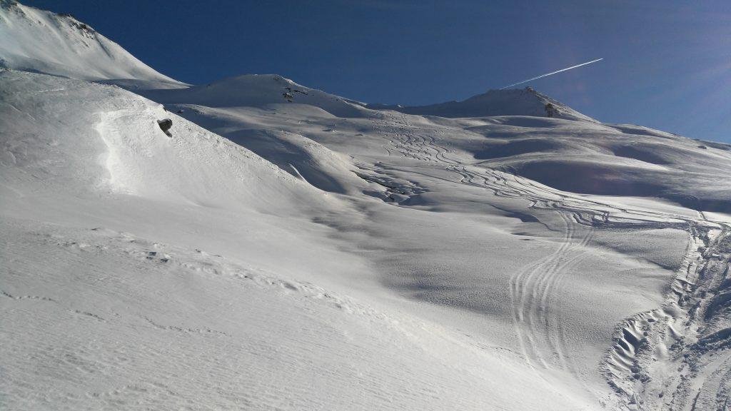 Freeriden in Ischgls Backcountry, am weiten hinteren Rücken des Piz Val Gronda Richtung Fimbaalp. Foto: Rainer Krause