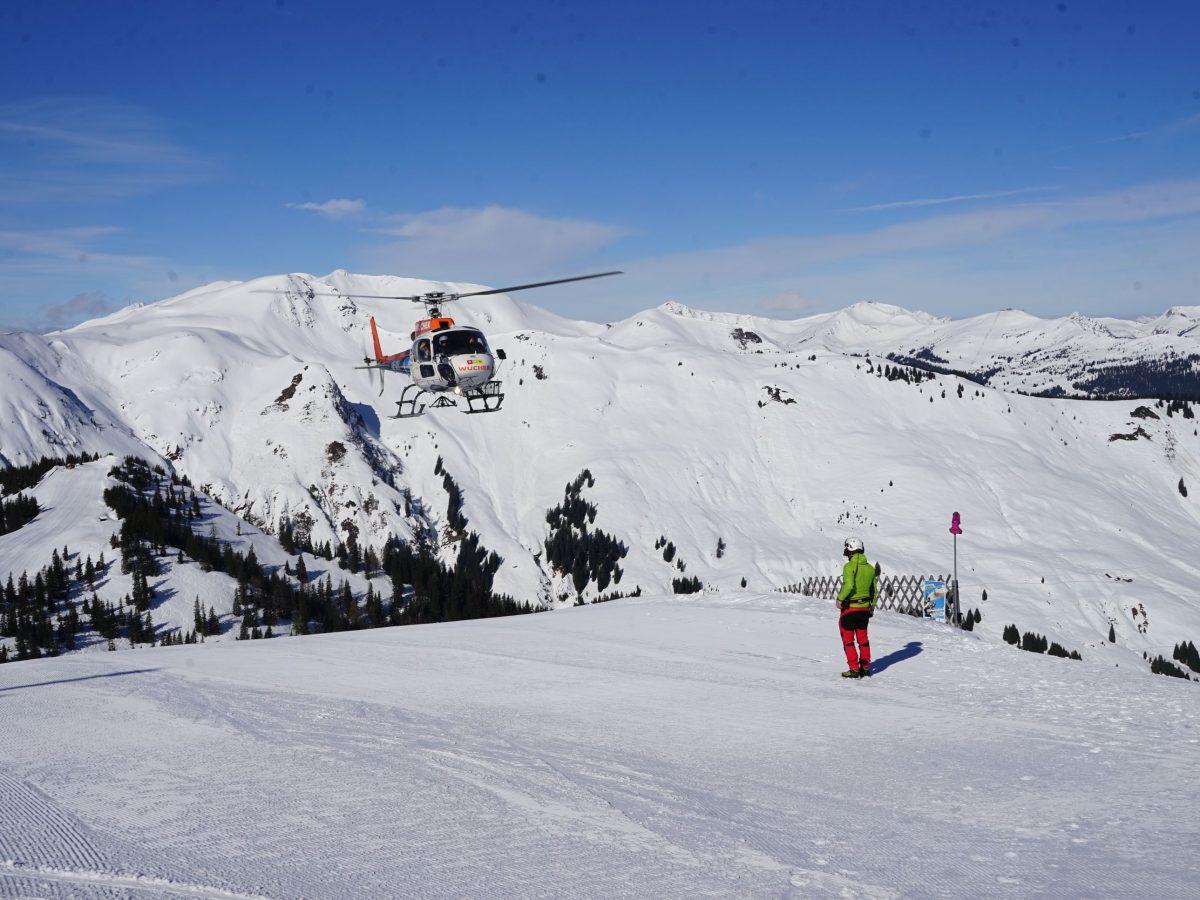 Zella am See/Salzburger Land: Heli-Transfer von Schloss Prielau ins Skigebiet. Landung Schmittenhöhe. Foto: Rainer Krause
