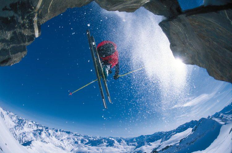 Skifahren am Gemsstock (2961m) in Andermatt Foto: R. Boesch/swiss image