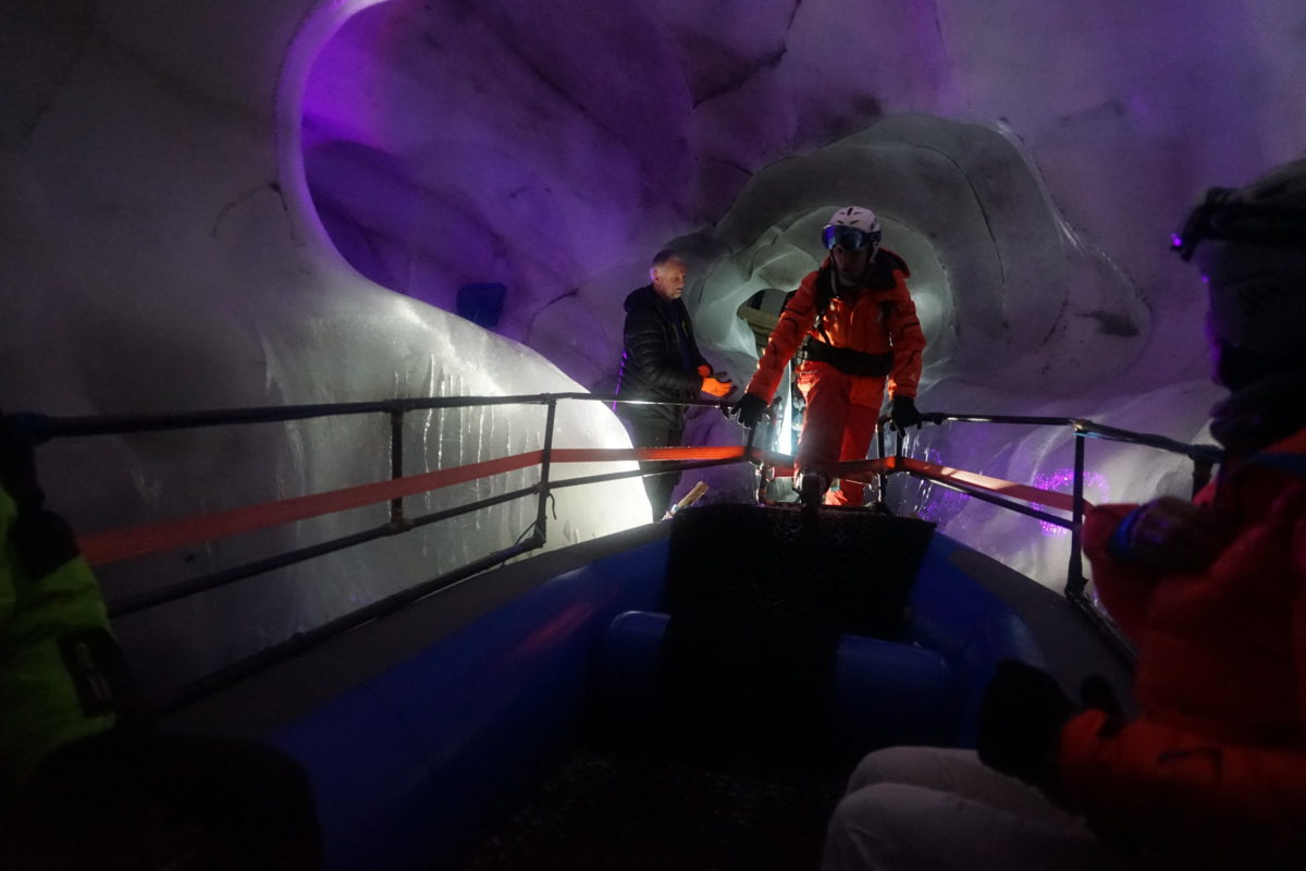 Hintertuxer Gletscher in Tirol im Natureispalast, am Gletschersee, Bootsfahrt, Foto: Rainer Krause