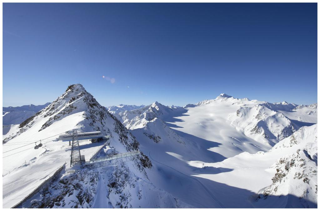 Sölden, am Tiefenbachferner mit Felssteg. Foto: Bergbahnen Sölden