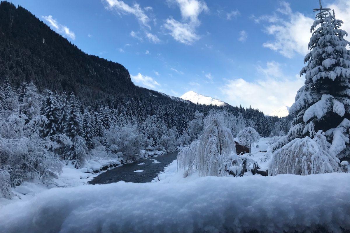 Osttirol: Tiefverschneit ist das Defereggental. Foto: Monika Hoeksema